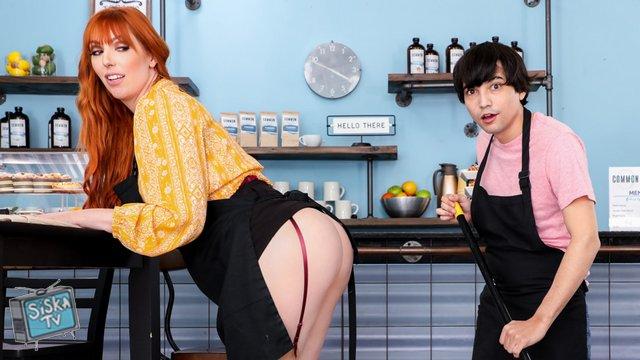 Zwei asiatische Typen ficken sexy Ayumi Sena im Hinterzimmer im Büro