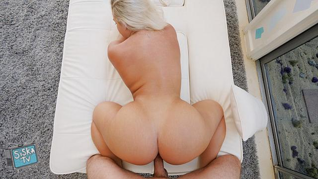 Lila - Hot 18 Year Old With Perfect Curves
