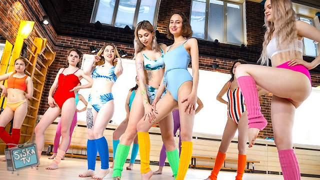 Darcy Dark, Iris Kiss Kiss, Kamilla D, Mellissa, Regina Moonshine - 5 Girls 1 aerobics instructor